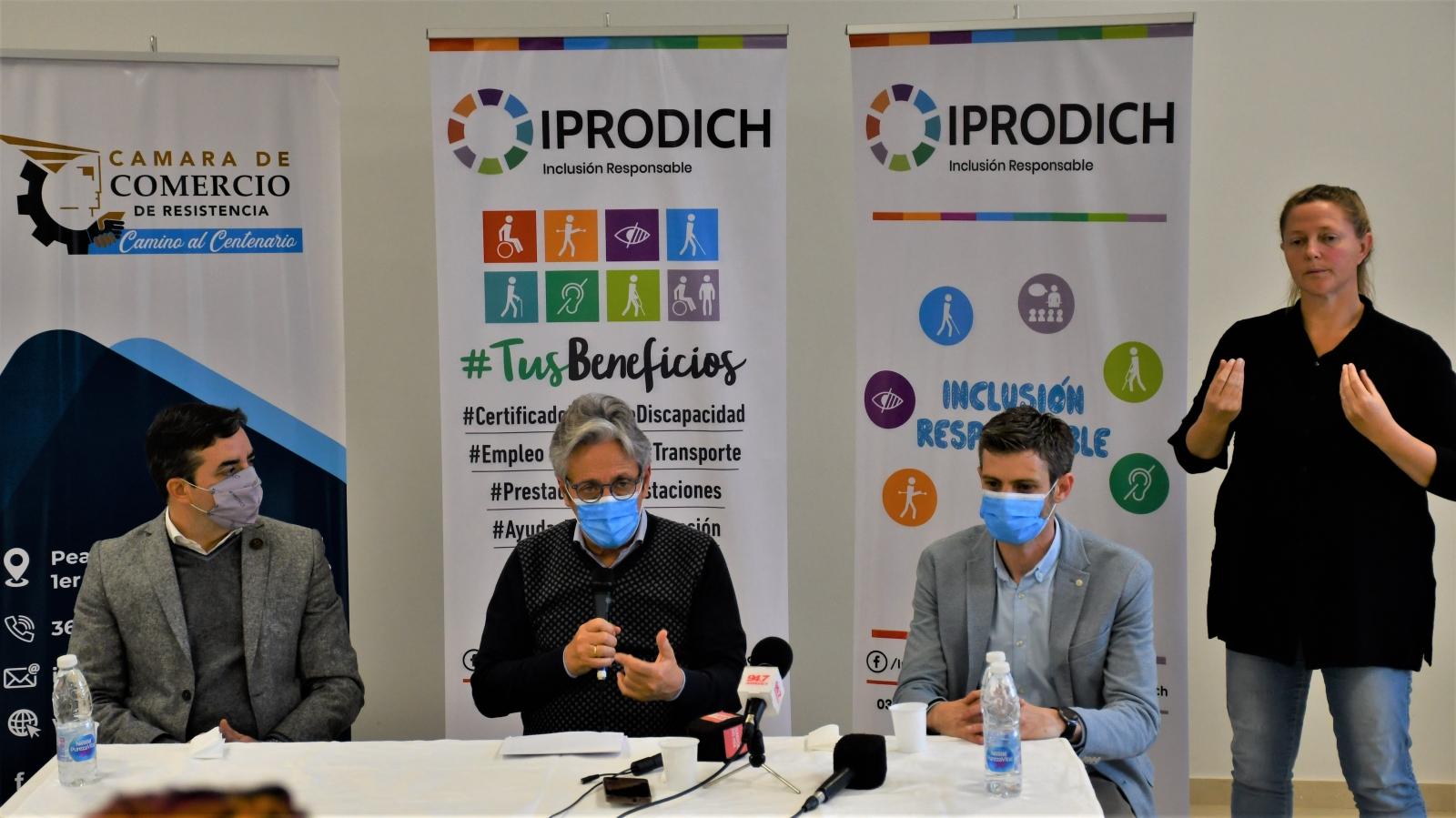 Autoridades en conferencia de prensa, presentando LÍNEAS DE INCLUSIÓN LABORAL PARA PERSONAS CON DISCAPACIDAD