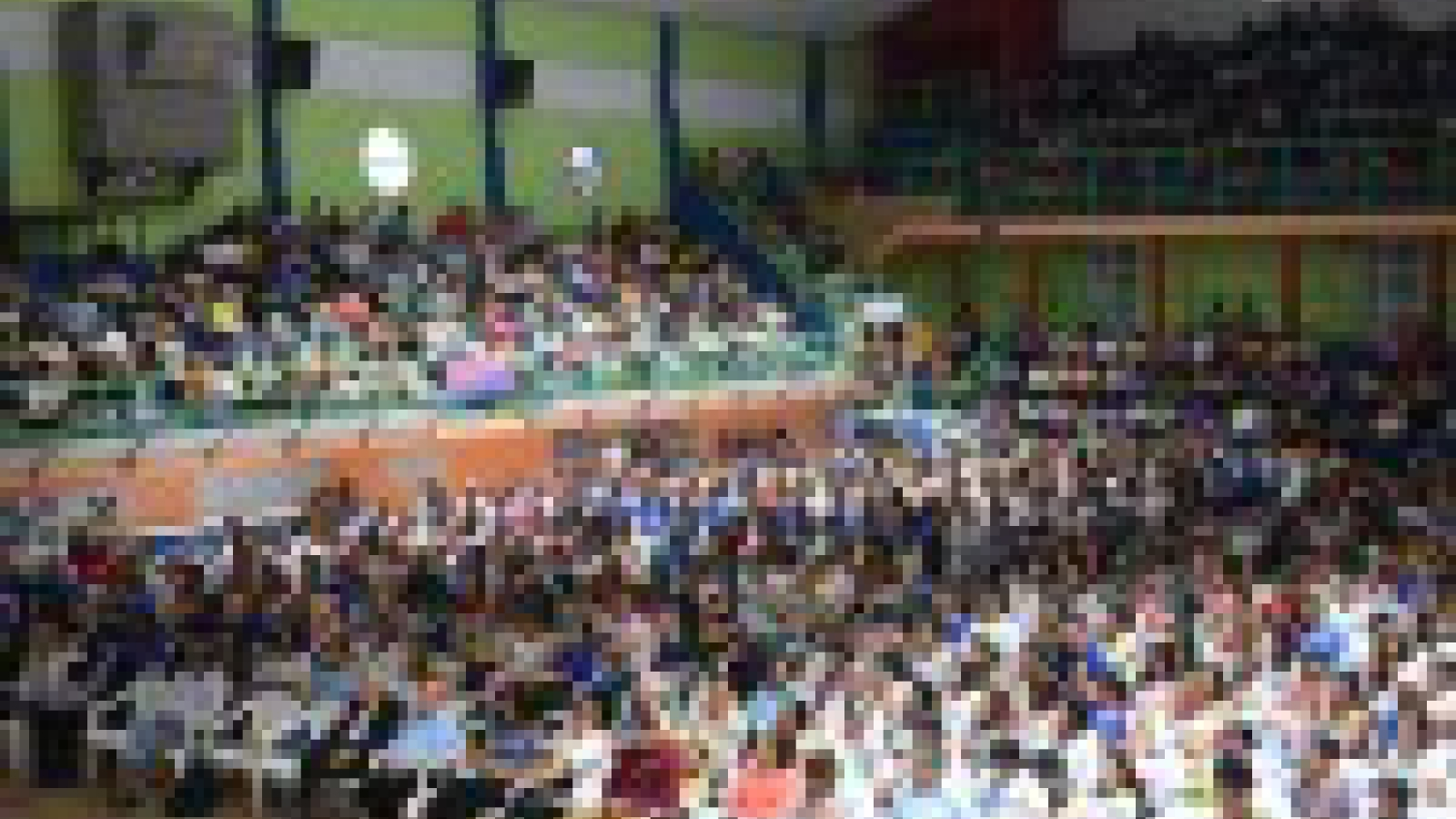 Imagen de personas concurriendo al Congreso Internacional de Autismo en Charata